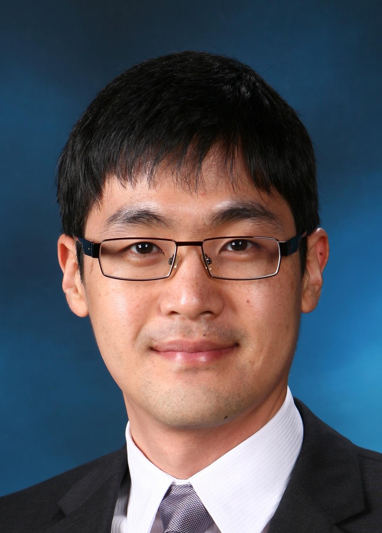 김욱진 교수님 사진